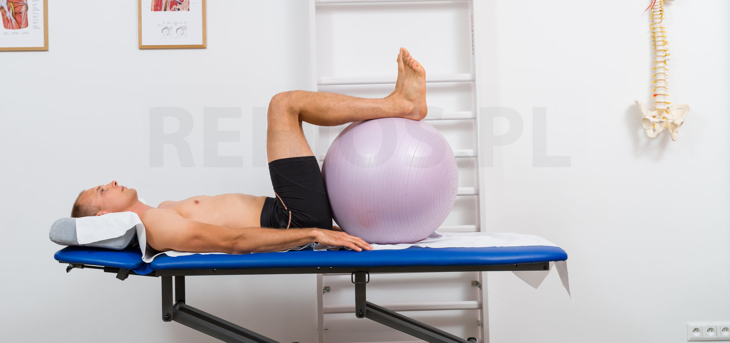 pozycja krzesełkowa - leżenie na plecach w bólach kręgosłupa lędźwiowego